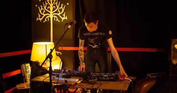 Martin Christie's Music Travels: Toom